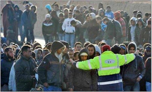 refugee2 crowd2